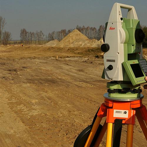 Vue d'un chantier avec un tachéomètre